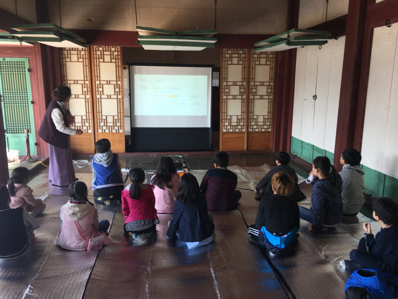초등학생 대상 '경복궁에서 세종대왕을 만나다' 교육 프로그램 진행