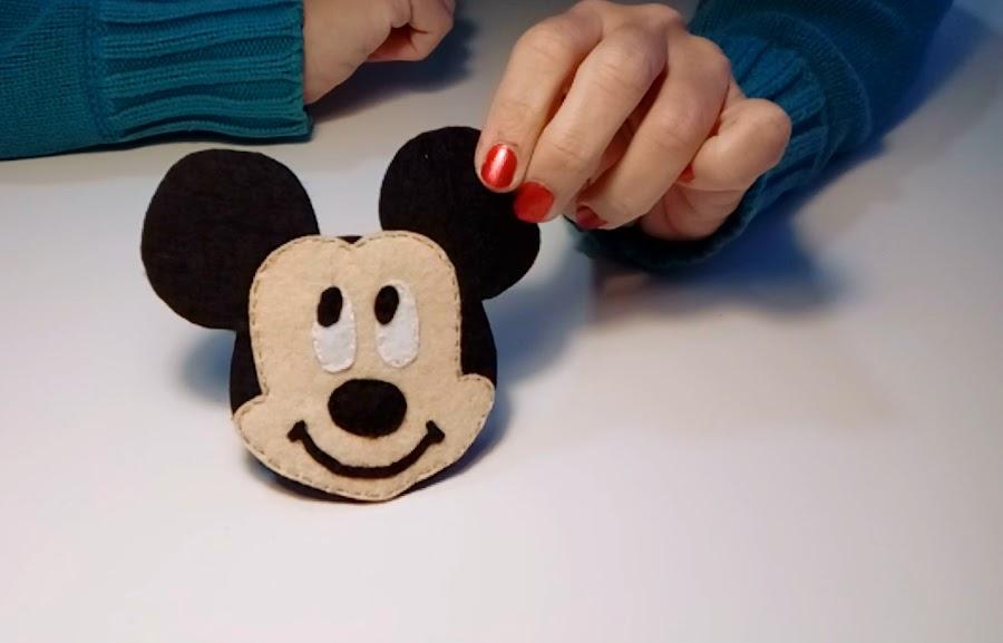 Mickey-diy-minnie-mouse-en-fieltro-decora-tu-agenda-libreta-o-cuaderno-creandoyfofucheando