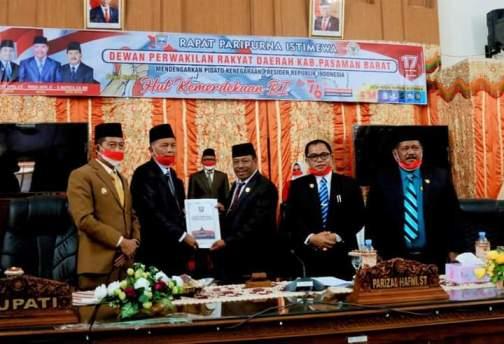 Bupati Menyerahkan Ranperda RPJMD 2021-2026 Kepada Ketua DPRD Pasbar