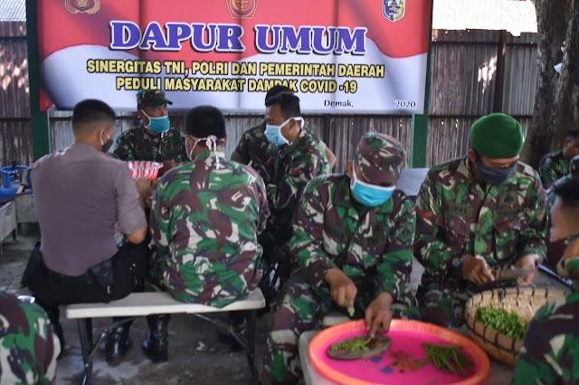 TNI - Polri Bersinergi Dirikan Dapur Umum Untuk Masyarakat Terdampak Covid-19