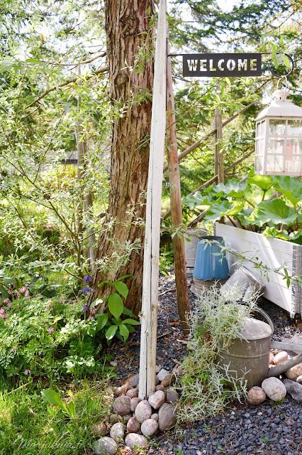 piha puutarha terassi patio kotipiha takapiha kesä  kukkapenkki lavapuutarha