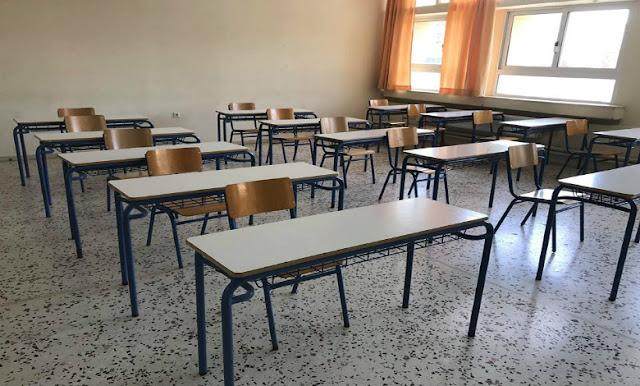 Αλληλέγγυα Πόλη: Αυξάνουν από 22 σε 25 τους μαθητές ανά τμήμα σε δημοτικά και νηπιαγωγεία εν μέσω πανδημίας. Είναι με τα καλά τους;