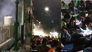 Beredar Video Diduga Polisi Tembaki Gas Air Mata ke Pendemo di Masjid Kwitang