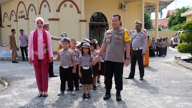 Kapolres Tanjungbalai Menerima Kunjungan Murid TK Kemala Bhayangkari 09 Tanjungbalai