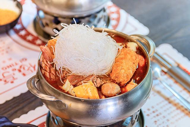 MG 9190 - 偈亭泡菜鍋,平均每鍋不到$200元,不僅附有冬粉與白飯,配料更是多到快要滿出來!