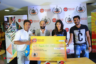 Actress Hebah Patel with Nanna Nenu Naa Boyfriends team at S.V.M Mall  0016.jpg