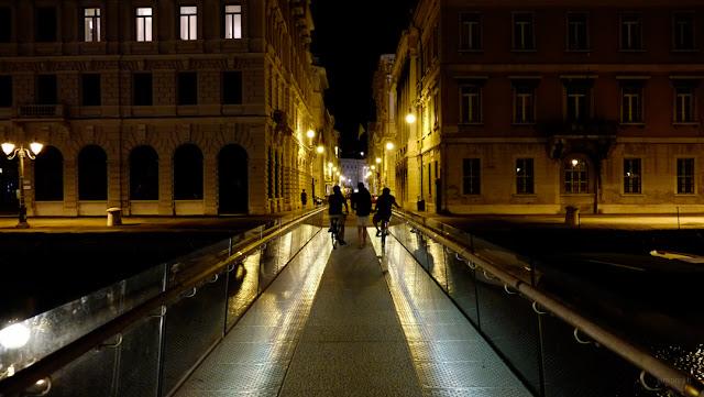 Fotografia del Passaggio Joyce a Trieste di notte
