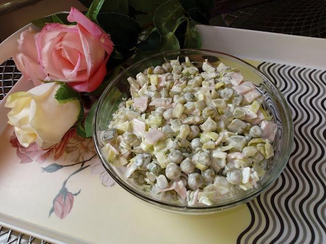 salatka sniadaniowa salatka z szynka salatka porowa salatka z pora salatka zielona salatka wiosenna lekka salatka