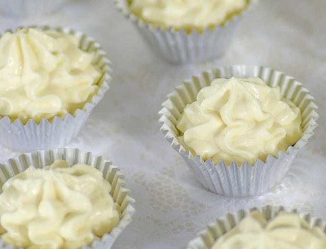 Vanilla Cheesecake Fat Bombs #snacks #diet