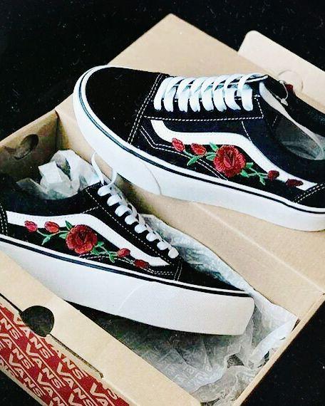 vans negras con flores