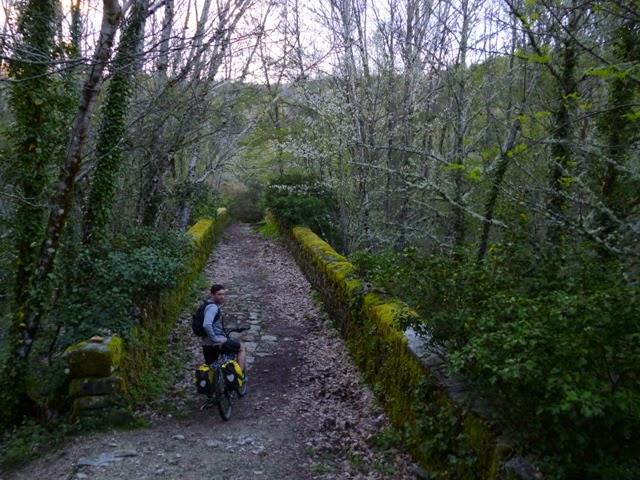 Puente de acceso a Mogarraz