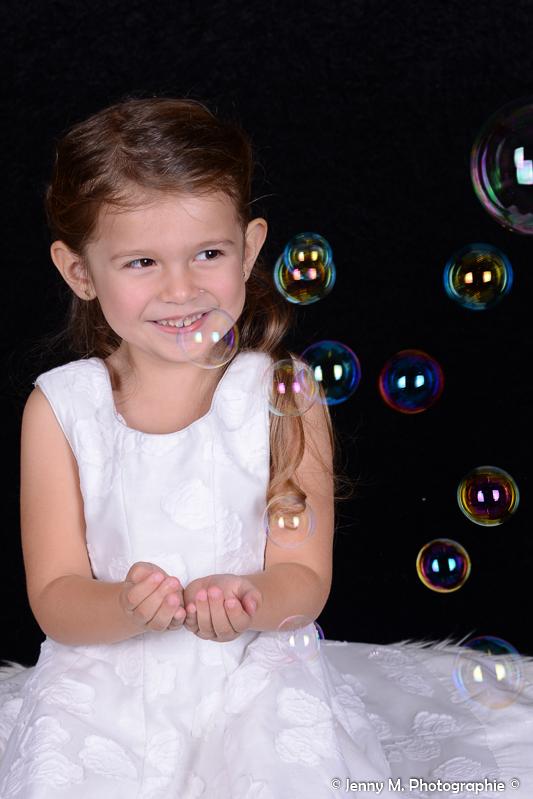 portrait fille enfant bulles colorées