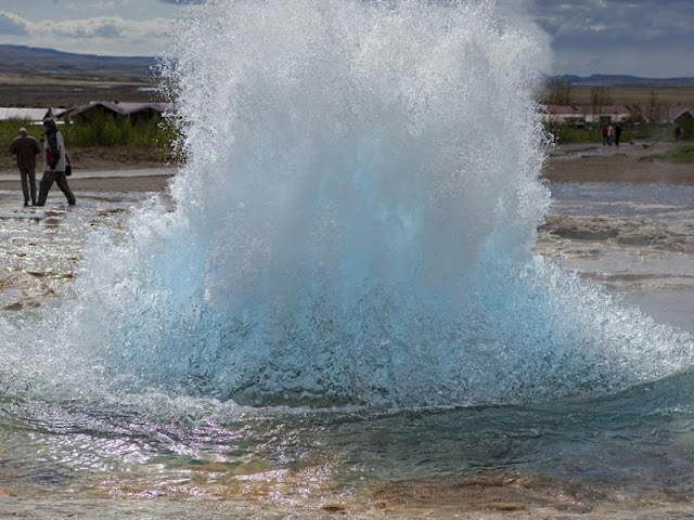 geysir erupting in iceland