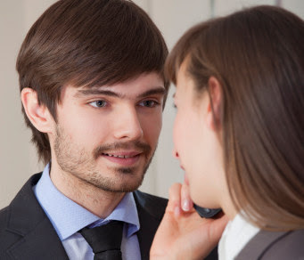 10 Tanda Teman Kerja Naksir Kamu