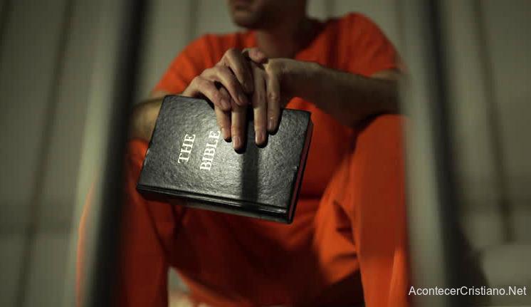 Hombre devuelve lo que robó tras convertirse a Cristo
