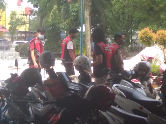 Satgas Covid-19 Kota Pekanbaru Beri Sanksi Sosial ke Belasan Pengunjung Warnet dan PS.lelemuku.com.jpg