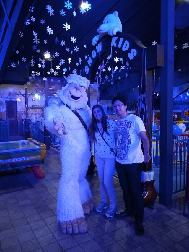 A picture with the live fake yeti.