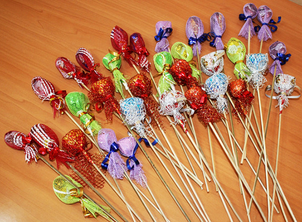 1 сентября, букет конфетный, букеты съедобные, День учителя, из конфет своими руками, композиции конфетные, конфеты, конфеты в подарок, подарки из конфет, подарки из шоколада, подарки на 1 сентября, подарки на День Учителя,  подарки своими руками, подарки сладкие, подарки съедобные, подарки школьные, своими руками, упаковка конфет, школьное, шоколад, шоколад в подарок, розы из осенних листьев, цветы из осенних листьеы, букет из осенних листьеы, природные материалы, из осенних листьев, цветы своими руками, букет осенний,