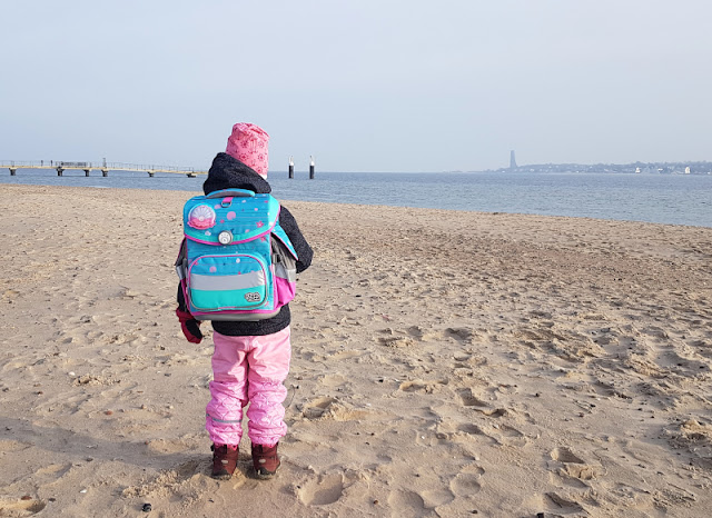 Einschulung 2021: Ein Meerjungfrauen-Schulranzen für unser Küstenmädchen. Unser kleines Mädchen schwimmt Richtung Schule!