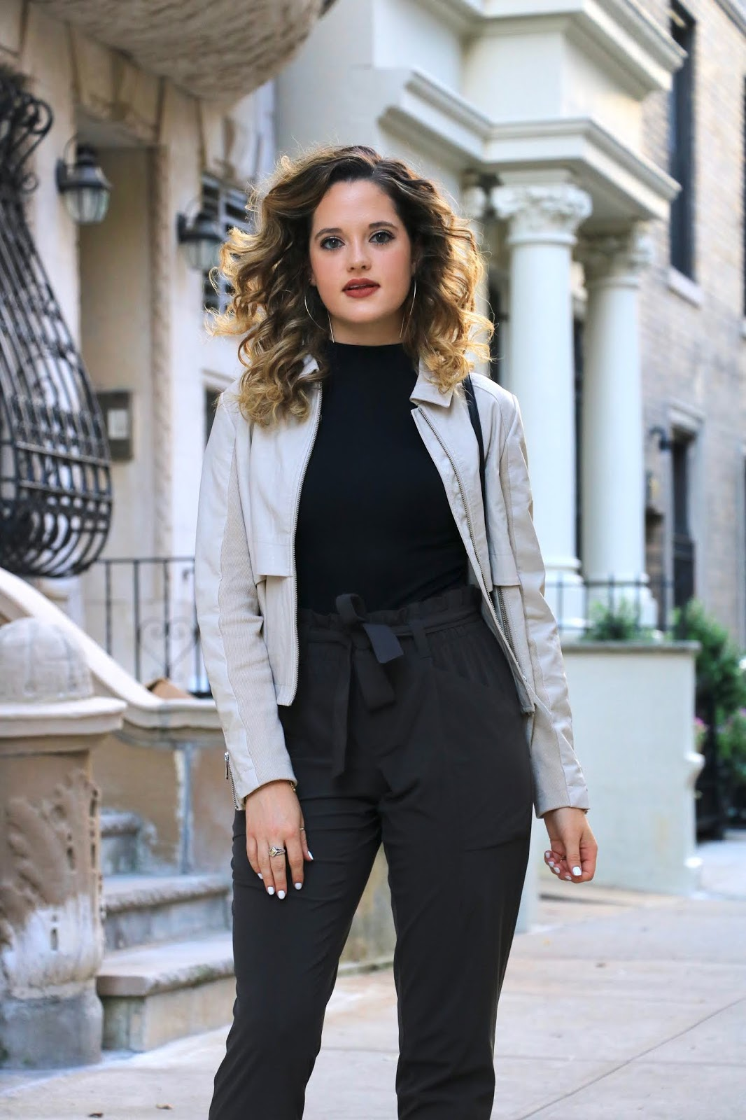 Nyc fashion blogger Kathleen Harper wearing a paper bag pants outfit.
