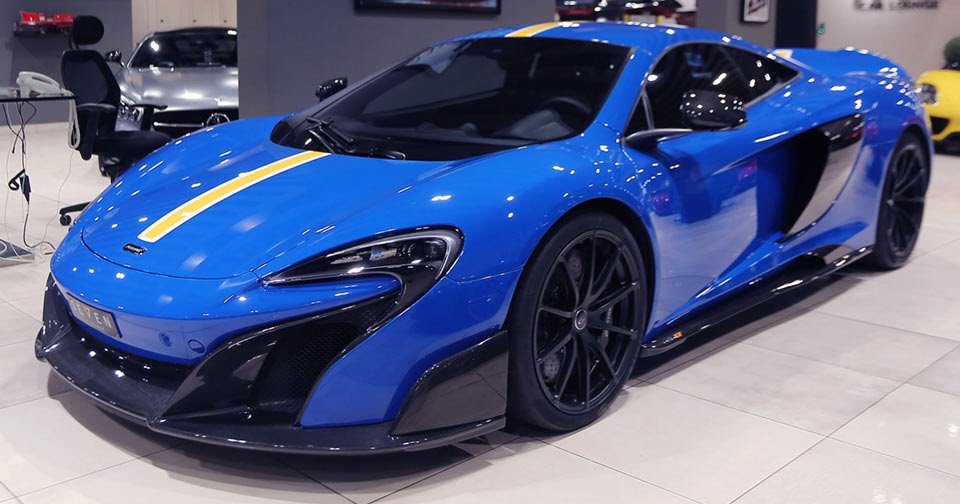 youll either love or hate this blue and yellow mclaren 675lt