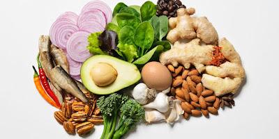 des aliments riches en oméga-3, en vitamines B et en fer