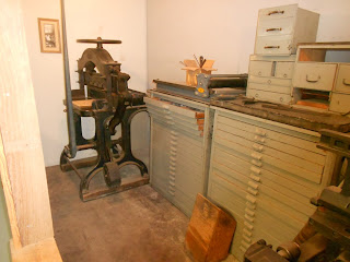early newspaper printing equipment