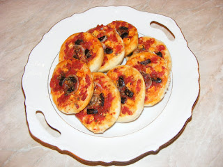 retete, pizza, mini pizza, aperitive, gustari, pizzerie, retete culinare, retete de mancare, pizza de casa, retete de post,
