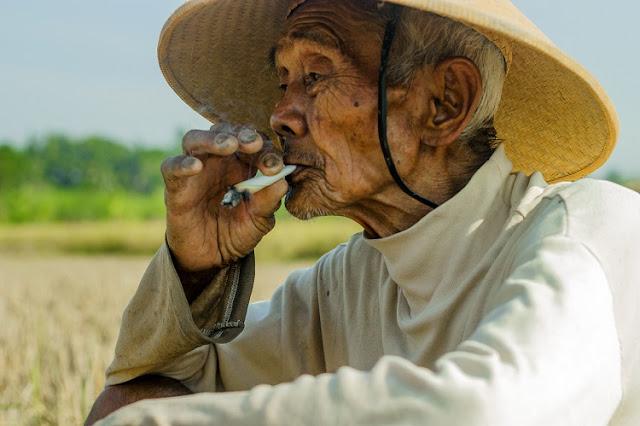 Rokok Kuno dan Unik Khas Indonesia