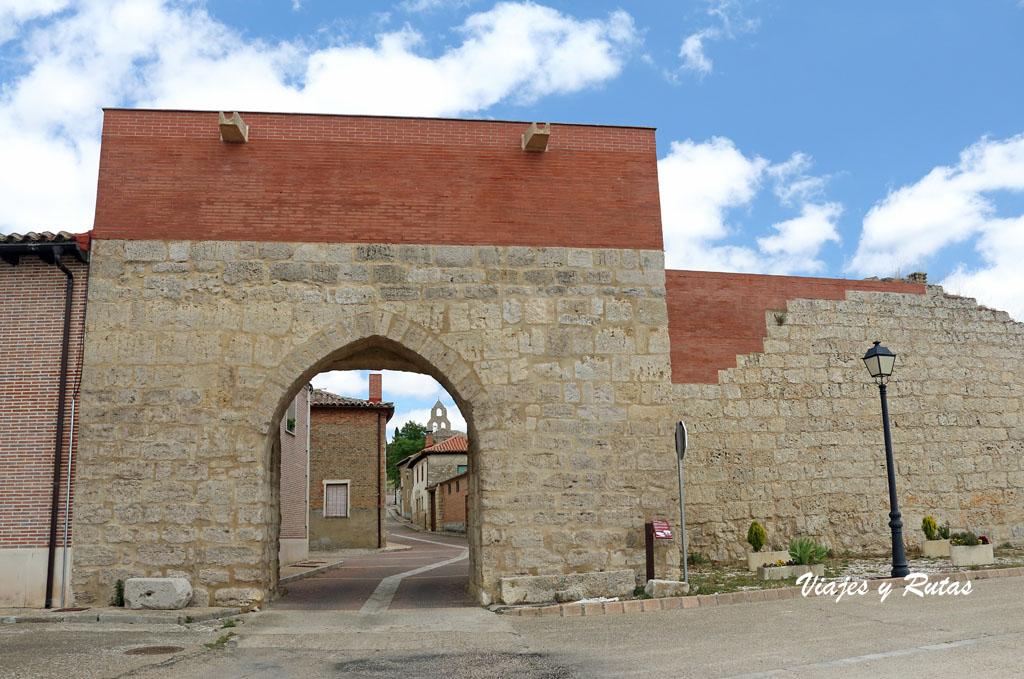 Puerta del Caño y muralla de Támara de Campos