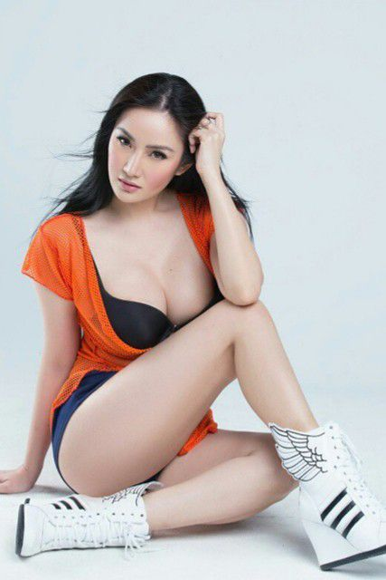 Hot and sexy big boobs photos of beautiful busty asian hottie chick Pinay booty model Paulene So photo highlights on Pinays Finest sexy nude photo collection site.