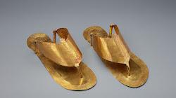 Người Ai Cập cổ đại yêu thích những đôi dép vàng có mũ phù hợp với ngón chân để được chôn cùng họ