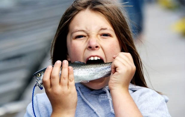 Arti Mimpi Makan Ikan