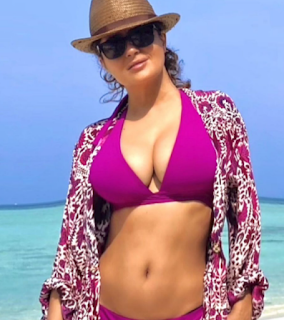 Salma- sizzling- swimsuit -snap