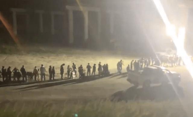 Video: Texas Reporter Watches 300 Migrants Cross Border in Six Hours
