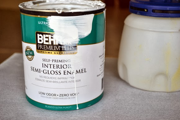 Use semi-gloss paint to cover the nightstand.