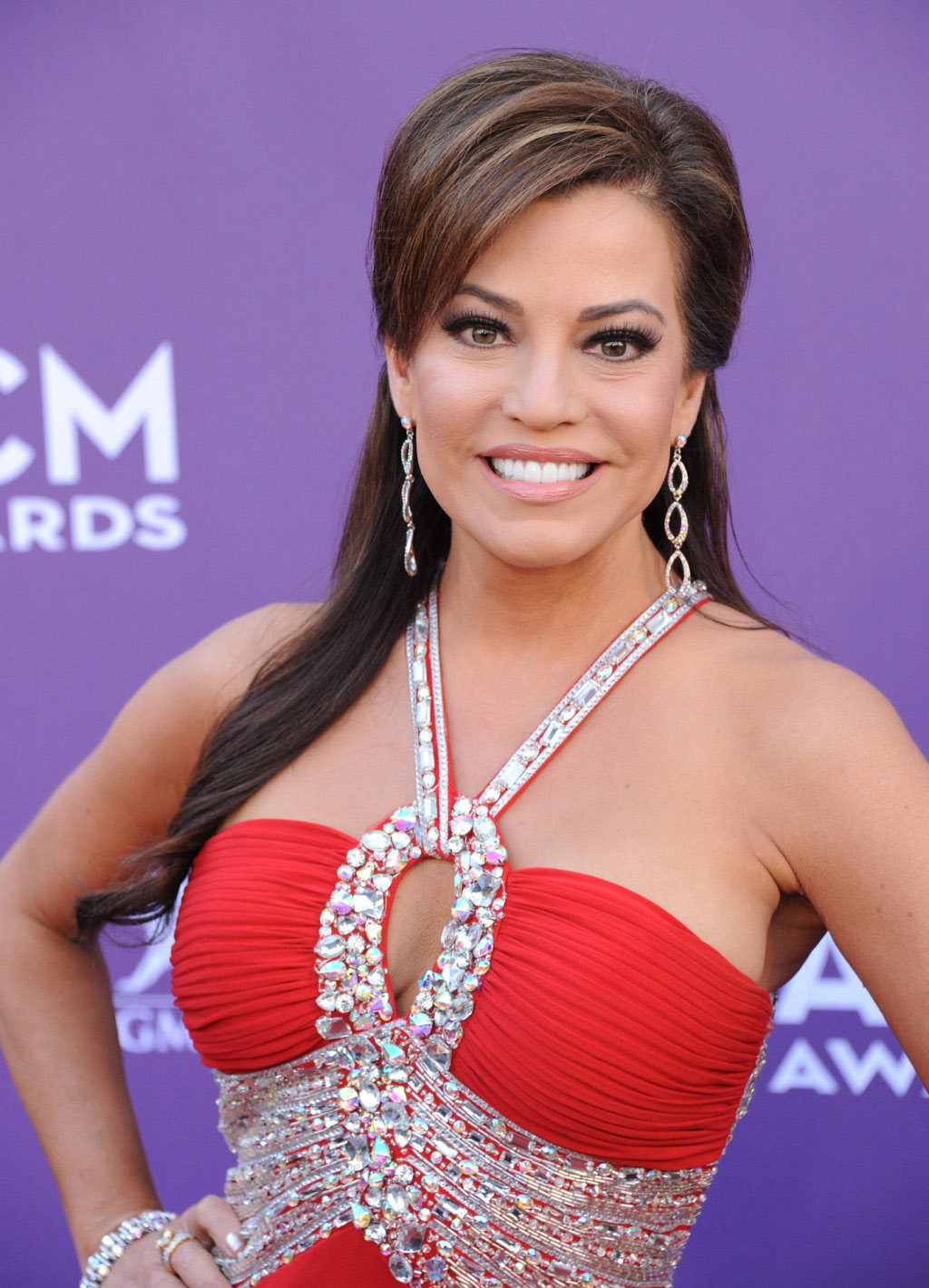 Robin meade in a red dress on the red carpet sexy leg cross - Robin meade swimsuit ...