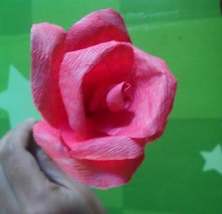 bikin sendiri mawar dari kertas crepe