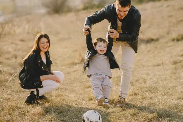 Familia riendo
