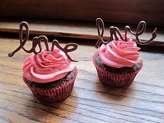 cup cake san valentino dolci san valentino biscotti forma cuore dolci a forma di cuore macarons a forma di cuore decorare dolci san valentino san valentine's day sweets