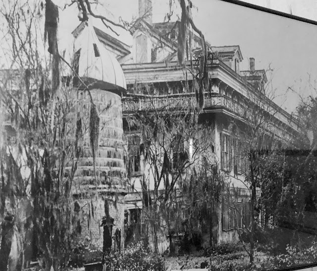 Ruins of San Francisco Plantation House before restoration.