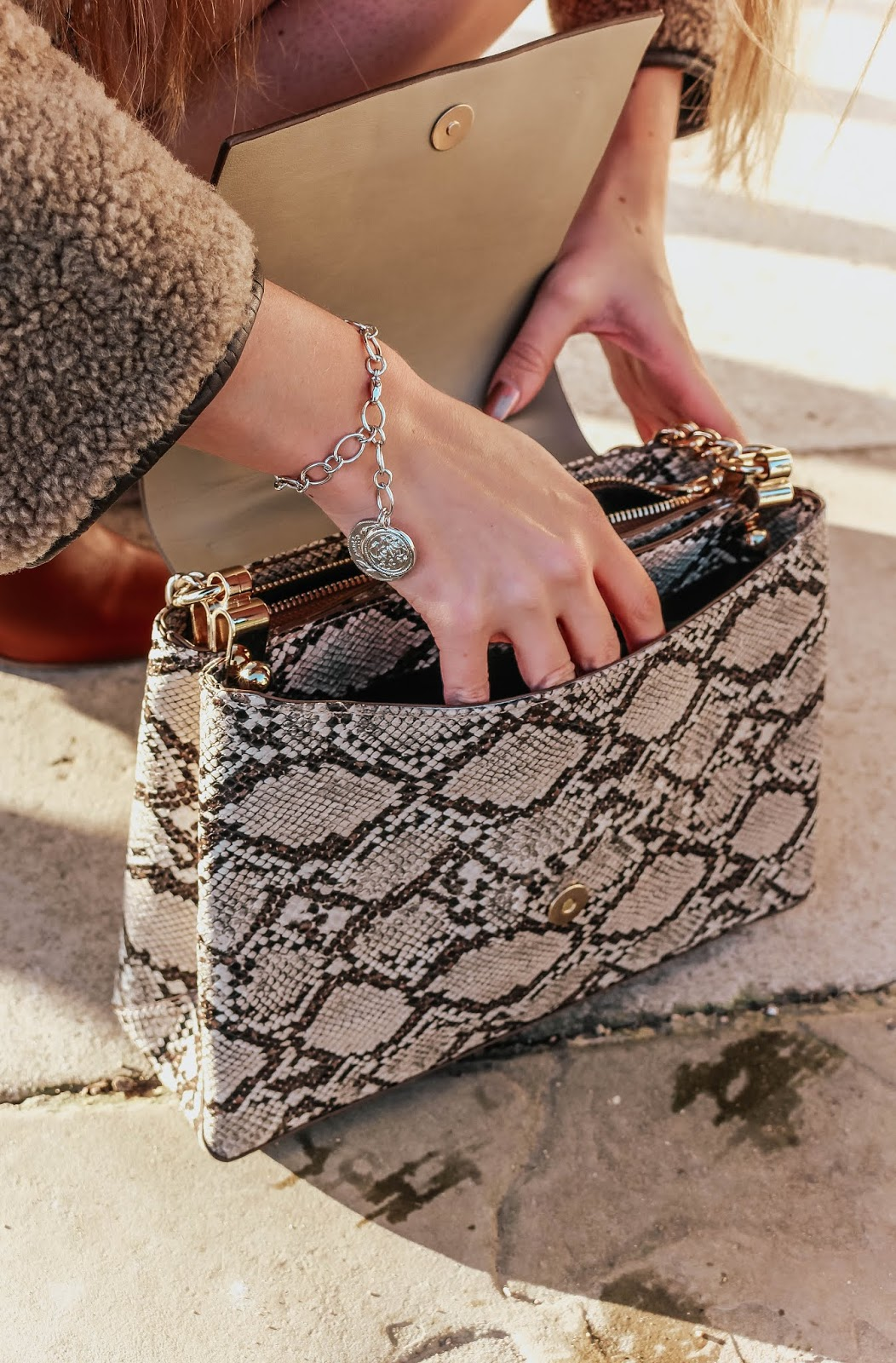 zara snakeskin zip shoulder bag