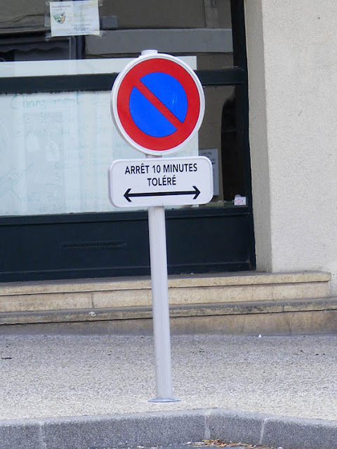 Short term parking tolerated sign, Indre et Loire, France. Photo by Loire Valley Time Travel.