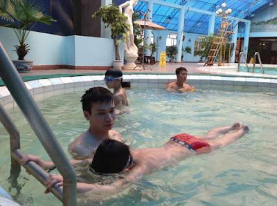 Cách đạp chân dưới nước
