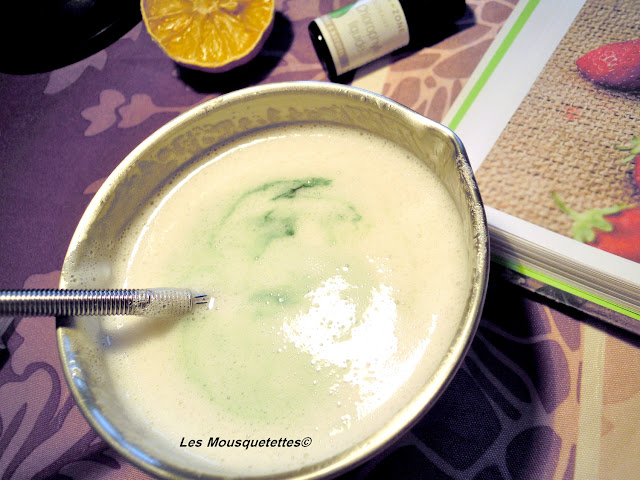 Incorporation du colorant naturel chlorophylle liquide - Smoothie de Douche - Blog beauté Les Mousquetettes©