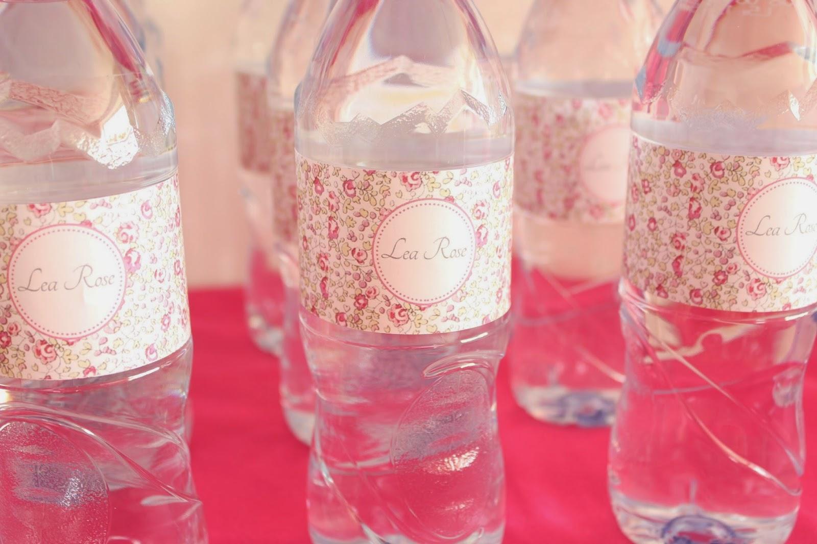 Décoration fleurie pour bouteille d'eau