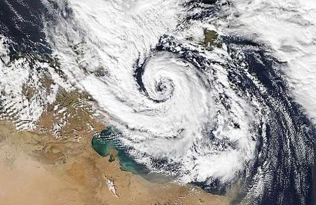 الأرصاد الجوية : اعصار ميدكين يقترب من الحدود الشمالية لمصر!!