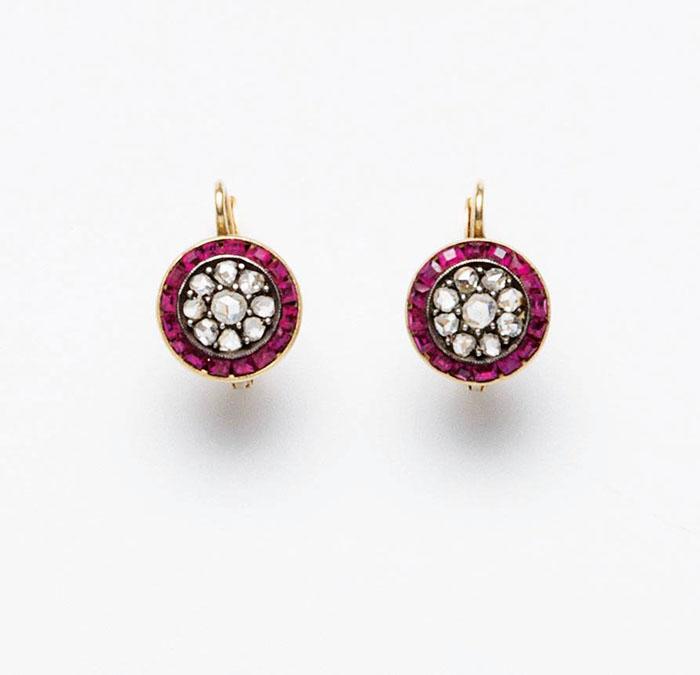 orecchini in oro giallo con rubini