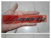 Harga Dan Fisik : Emblem Sporty Dan Elegant Daihatsu New Ayla 2014