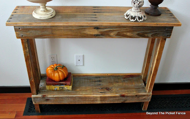 pallets, rustic table, farmhouse, salvaged wood, http://www.beyondthepicket-fence.com/2016/10/simple-pallet-tableshelf.html
